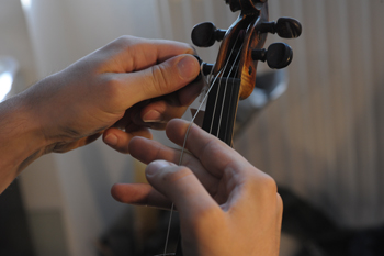 how to change the violin strings - 1