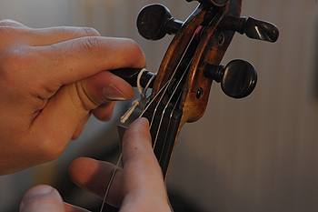 how to change the violin strings - 2