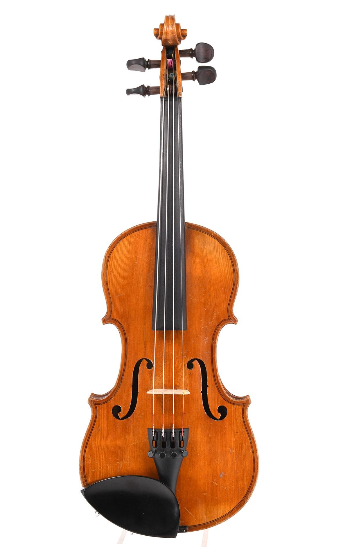 Petite 1/2 violin or large 1/4 violin intermediate size