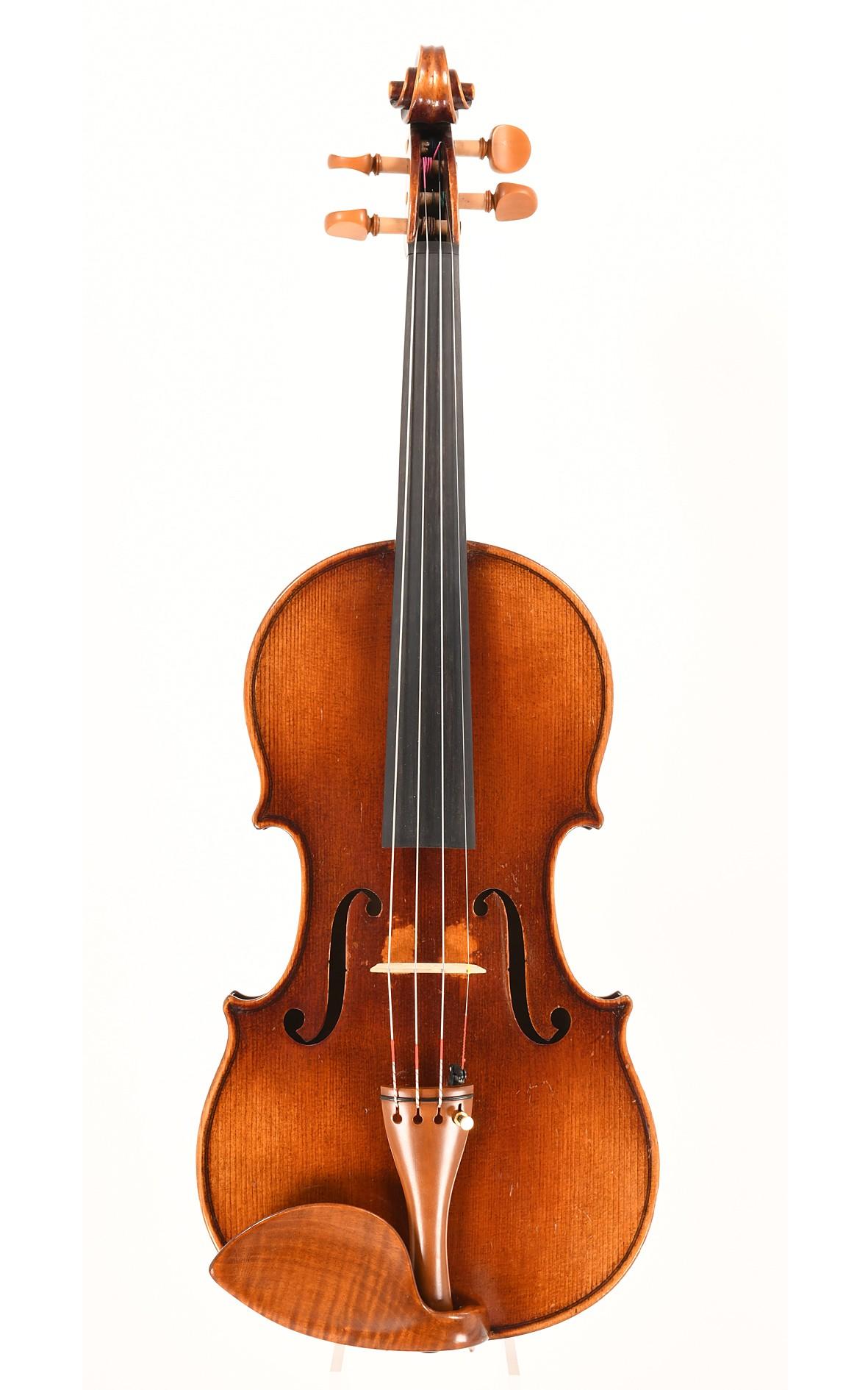 Handcrafted Markneukirchen violin - top